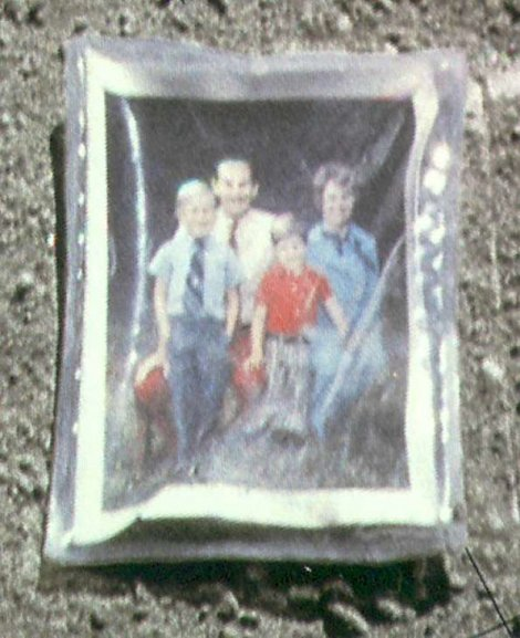 Ovako izgleda slika porodice Djuk koja je na Mesecu već 40 godina