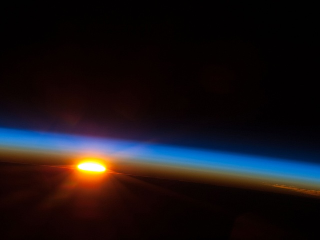 Izlazak Sunca viđen sa ISS-a / foto: NASA
