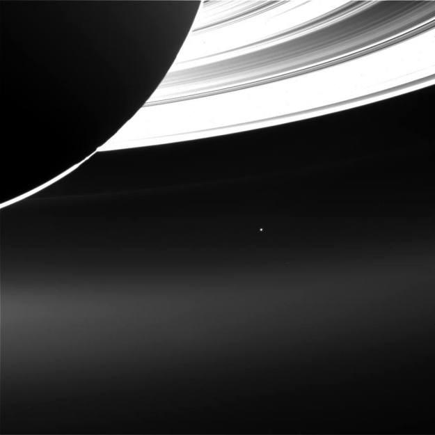 Saturn i Zemlja – foto: NASA