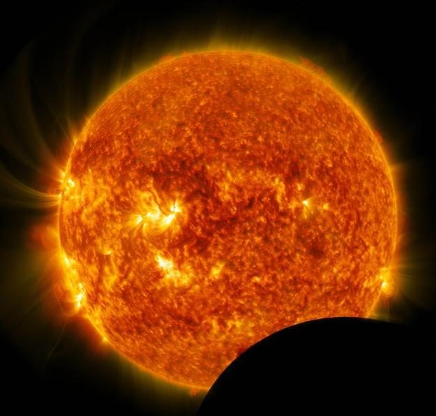 Lunarni tranzit - foto: NASA/SDO
