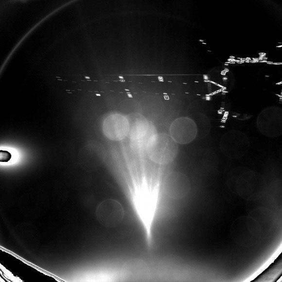 Bljesak svetloti sa sonde ubrzo nakon odvajanja od letelice - foto: ESA
