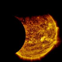 Pomračenje Sunca iz ugla satelita SDO - foto: NASA