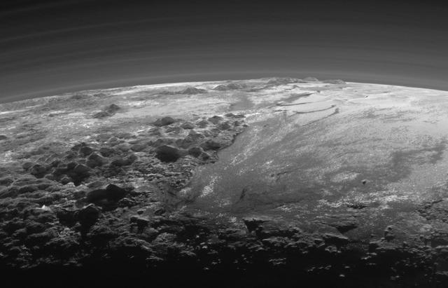 Ledene planine i ravnice na Plutonu - foto: NASA
