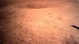 Prva slika druge strane Meseca nakon sletanja - foto: CNSA